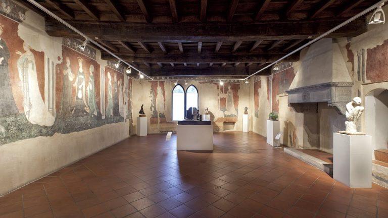 Castello di Masnago, viaggio tra gli affreschi